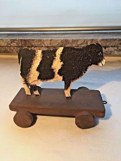 cadeaux Noel, fêtes...jouet en tôle et bois, pour enfant, vache sur roulettes