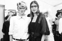 Katie Nescher et Saskia de Brauw en backstage du défilé Chanel haute couture printemps-été 2015 http://www.vogue.fr/mode/inspirations/diaporama/fwpe2015-les-coulisses-de-la-fashion-week-haute-couture-de-paris-printemps-t-2015-jour-2/18787/carrousel#katie-nescher-et-saskia-de-brauw-en-backstage-du-dfil-chanel-haute-couture-printemps-t-2015