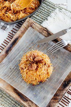 Receta de Fideos seco con butifarra. Receta con fotografías del paso a paso y recomendaciones de degustación. Receta de comida tradicional mexica...