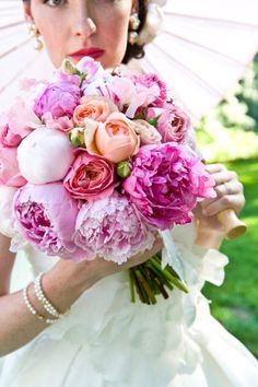 I sure do love this bride's bouquet!