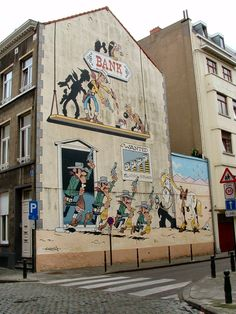 Lucky Luck defending the bank during a bank robbery. Street Art BD, Brussels #belgium
