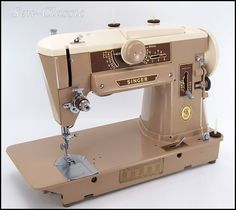 Now that's the one I learned on! Singer 401A They don't make home machines like these anymore. #vintagesewingmachines