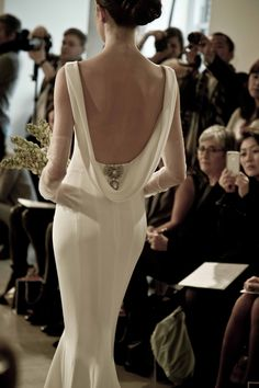 This back is everything. #OscarBridal http://www.ninagarcia.com
