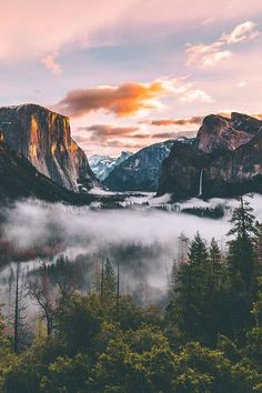 12 stunning photos of Yosemite Valley - landscapes / goals / dreams - . - 12 stunning photos of Yosemite Valley – landscapes / goals / dreams – … – 12 stunning - Landscape Photography, Nature Photography, Photography Tips, Scenic Photography, Night Photography, Landscape Photos, Photography Backgrounds, Landscape Lighting, Valley Landscape
