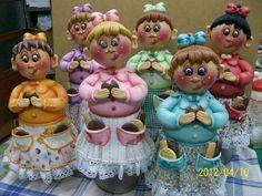 Potes Menina bolacha (geração III) Potes de 1,6 L, trabalhados em biscuit em forma de menina comendo bolacha. Faço na cor que vc quiser. Escolha a cor da roupa, cabelos e olhos(verde, azul e castanho). ENCOMENDAS SOMENTE COM PAGAMENTO DO VALOR TOTAL (ARTIGO + FRETE),  PAGO NO ATO DO PEDIDO. VAGAS SÓ PARA FEVEREIRO - ENTREGA EM MARÇO/13. R$85,00