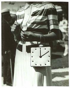 Mlle Scarlet Gresham, aux courses à Deauville 7 août 1938 BnF, .  photographed by Séeberger