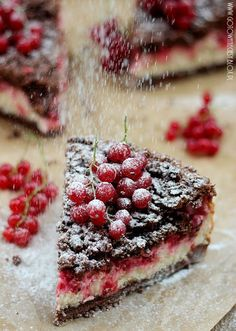 Chocolate and Red Currant Cake.maybe raspberries instead? Raw Food Recipes, Sweet Recipes, Cake Recipes, Dessert Recipes, Cooking Recipes, Drink Recipes, Cooking Tips, Food Cakes, Cupcake Cakes