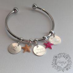 """Bracelet jonc argenté personnalisable """"Bonjour Amour"""" by Palilo (1 médaille gravée et 2 breloques de couleurs)"""