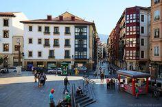 Plaza Miguel Unamuno de Bilbao et Gurutze kalea dans Casco Viejo Pays Basque #Basque Euskadi Espagne Espana Spain Architecture