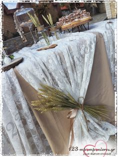 Burlap Wedding Arch, Church Wedding Decorations, Wedding Table, Table Decorations, Rustic Wedding Foods, Deco Champetre, Table Set Up, Outdoor Kitchen Design, Altar