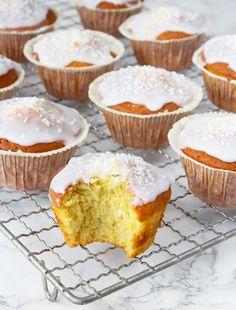 Fluffiga, supersaftiga muffins med ljuvlig glasyr