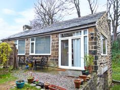 Romantic Cottage Breaks for Valentines, Birthdays and Anniversary celebrations - 1A Church View is a lovely, detached cottage, situated within the grounds of the owners' home, in the village of Menston just three miles from Otley and can sleep two people. This all ground floor cottage has one king-size double bedroom, a bathroom and an open plan living area with fitted kitchen, dining area and …
