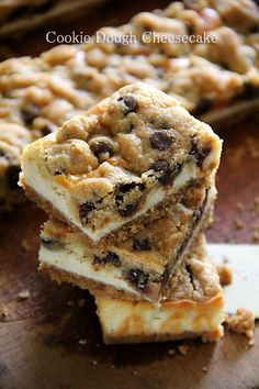 Chocolate chip cookie dough cheesecake bar is the best cookie bar. Made with chocolate chip, cookie dough & cheesecake, it's the ultimate dessert. 13 Desserts, Delicious Desserts, Yummy Food, Cookie Dough Cheesecake, Cheesecake Recipes, Cookie Dough Bars, Cheesecake Squares, Cookie Crust, Baking Recipes
