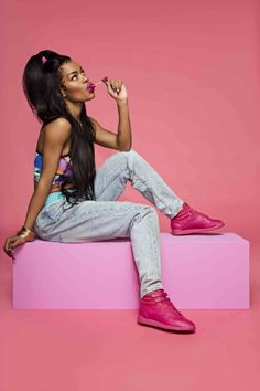 """Taylor Channels the in Sporty New Reebok Campaign Teyana Taylor in the Reebok Freestyle """"Pink Craze.""""Teyana Taylor in the Reebok Freestyle """"Pink Craze. Reebok Freestyle, Photoshoot Concept, Photoshoot Themes, Teyana Taylor Reebok, Mode Masculine, Look Retro, New Reebok, Pharrell Williams, Mode Vintage"""