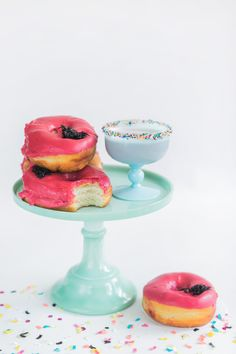 The perfect donut + cocktail pairing! Photography : Alexis June Weddings Read More on SMP: http://www.stylemepretty.com/living/2016/06/03/see-what-brunch-cocktail-pairs-perfectly-with-donuts/