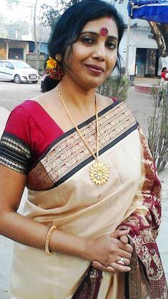 Beautiful Women Over 40, Beautiful Girl Indian, Most Beautiful Indian Actress, Beauty Full Girl, Beauty Women, Women Looking For Men, Indian Girl Bikini, Indian Girls Images, Indian Beauty Saree