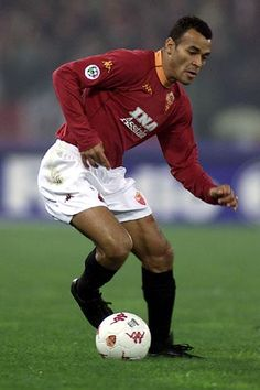 Cafu - Marcos Evangelista de Moraes  (Sao Paulo, Brazil, 7 June 1970) – Cafu was fundamental in the 2001 Scudetto, winning over the fans on account of his incredible skills as an attacking full-back, which over the years also enabled him to play on the outside of midfield. In Zeman's first Roma experience, between 1997-99 the winger was lightning-fast, had imagination, class and was tremendously athletic  along the right touchline. This earned him the nickname 'Pendolino' or 'Express train'.