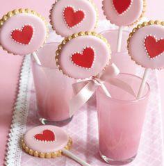 Cookies lindos para o seu chá! 👌😉 *Foto: Georgia Glynn S… Valentines Day Cookies, Valentines Baking, Valentine Cookies, Christmas Cookies, Cookie Pops, Royal Icing Cookies, Cupcake Cookies, Sugar Cookies, Cookie Favors
