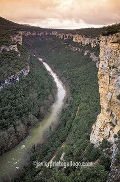 """Los cañones del Ebro vistos desde el mirador de Pesquera de Ebro. Parque natural """"Hoces del alto Ebro y el Rudrón"""". Las…"""