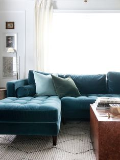 Eclectic living room with teal velvet sofa Living Room Shop, Interior Design Living Room, Living Rooms, Living Room Sectional, Living Room Furniture, Teal Velvet Sofa, Living Room Accents, Cheap Home Decor, Decoration