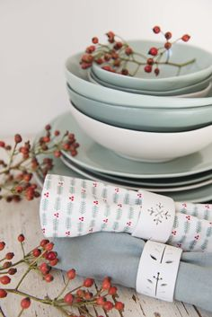 #Christmas #dinnerware   Dille & Kamille