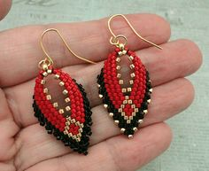 Linda's Crafty Inspirations: Playing with my beads...Russian Leaf Earring samples