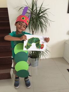 Unique School Halloween Costume Ideas and Inspirations ⋆ BrassLook Kids Book Character Costumes, Book Character Day, Book Costumes, World Book Day Costumes, Teacher Costumes, Book Week Costume, Costume Ideas, Caterpillar Costume, Hungry Caterpillar Party