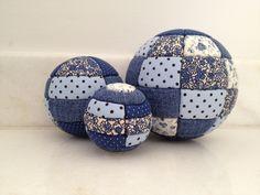 tres-bolas-de-isopor-azul