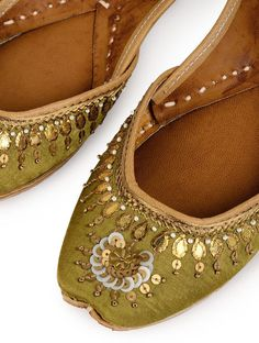 Beautiful jutti for the woman of today Are you seeking information about punjabi jutti Head to the web to see more on . Anarkali Frock, Indian Shoes, Fabric Embellishment, Buy Shoes Online, Pretty Shoes, Formal Shoes, Tory Burch Flats, Girls Shoes, Wedding Shoes