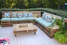 diy pallets chill out Outdoor Sectional, Sectional Sofa, Chill, Outdoor Furniture, Outdoor Decor, Home Decor, Bar Grill, Logs, Recycled Materials