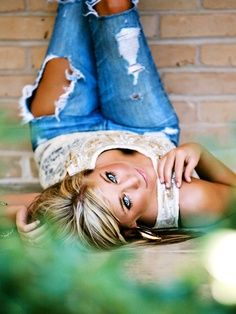 ideas photography poses teenagers girls senior photos for 2019 Senior Girl Poses, Girl Senior Pictures, Senior Girls, Senior Photos, Senior Posing, Senior Session, Girls Softball, Bridal Pictures, Senior Photo Shoots