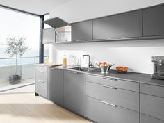 AVENTOS HK-XS Photo of wall cabinet in the kitchen environment