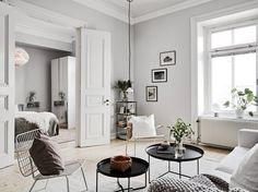 Scandinavian Interior Design Inspirations Here are gorgeous examples of Scandinavian interior design ideas for you. Scandinavian style is a blend of styles from Sweden, Norway, Denmark, and Fin… Scandinavian Interior Design, Scandinavian Style, Home Interior, Scandinavian Apartment, Nordic Design, Apartment Interior, Modern Interior, Interior Styling, Apartment Decorating On A Budget
