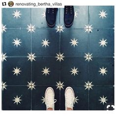 Painted Floor Tiles Have Become a Popular Way to Restore or Update Old Tiles stunning floors Cement Tiles Bathroom, Kitchen Tiles, Bathroom Flooring, Kitchen Flooring, Cement Tile Backsplash, Tiling, Mosaic Tiles, Wall Tiles, Colonial
