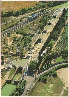 Le canal du Midi-Beziers-France.Un endroit unique, les écluses de fonsérannes.Construites sous Luis XIV, elles fonctionnent toujours aujourd'hui !! Merci Mr Riquet