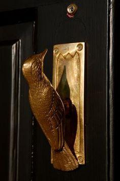 fabulous little bird door knocker! Wish they still made cool fabulous door knickers!!