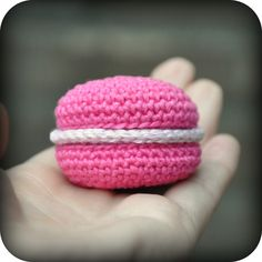 Crocheted Raspberry Macaron / Macaroon - free crochet pattern and tutorial