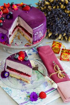 Andreea's Chinesefood blog: Tort entremet cu afine si zmeura Dessert Ideas, Cake Ideas, Romanian Desserts, Mousse Cake, Ely, Something Sweet, Sweets Recipes, Delicious Food, Sweet Treats