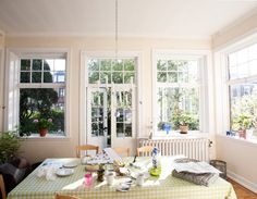A spacious and sunny dining area   DOSFAMILY