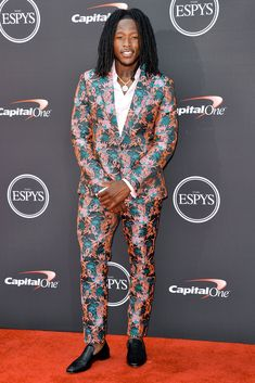 See what Odell Beckham Jr., Nick Young, Von Miller and more wore to the biggest (okay, only) sports awards show, the ESPY Awards Nfl Fantasy Football, Football Run, Texans Football, Football Baby, Alvin Kamara, Espy Awards, New Orleans Saints Football, Sports Awards, Odell Beckham Jr