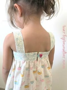 Last weekend, I wanted to sew a dress for my little Lilo. D … – Roupas de Bebê Kids Summer Dresses, Little Girl Outfits, Toddler Girl Dresses, Girls Dresses, Coin Couture, Baby Couture, Baby Dress Patterns, Baby Clothes Patterns, Clothing Patterns