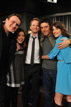 "In ""How I Met Your Mother"" dreht sich alles um die große Liebe. GLAMOUR verrät… ""How I Met Your Mother"" is all about love. GLAMOR will tell you everything about the former and current relationships of HIMYM stars How I Met Your Mother, Robin Scherbatsky, Series Movies, Movies And Tv Shows, Tv Series, Neil Patrick Harris, Cobie Smulders, Chris Pratt, Lily Aldrin"