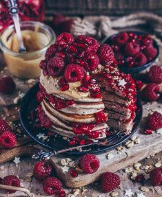 Erdnussbutter Himbeeren Pancakes (Amerikanischer Stil) – Bianca Zapatka Source by udtccssond Köstliche Desserts, Delicious Desserts, Dessert Recipes, Yummy Food, Raspberry Pancakes, Food Porn, Snacks Saludables, Pancakes And Waffles, Butter Pancakes