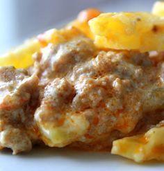 Låter kanske lite tokigt- men oj så gott ! Själva potatisgratängen görjag som jag brukar. 8-10 mellanstora potatisar 5 dl grädde 2,5 dl creme fraiche eller 2 burkar smaksatt färskost 1- 2 pressade vitlökar Smör Salt och peppar¨ Köttfärsröran: 500 gram blandfärs Smör 1pressadevitlök 1 riven gullök 1/2 dl chilisås … Läs mer