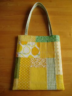 Lovely patchwork tote. Must make.