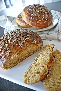 bröd med morötter Bread Recipes, Baking Recipes, Good Morning Breakfast, Homemade Dinner Rolls, Bread Cake, Bread And Pastries, Fika, Bread Baking, No Bake Cake