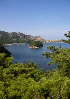 Lagoon Samil Lake - North Korea © Eric Lafforgue