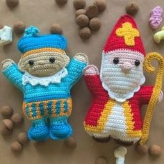 Crochet Dolls, Crochet Hats, Knifty Knitter, December, Kawaii, Diy Crafts, Christmas Ornaments, Holiday Decor, Pattern