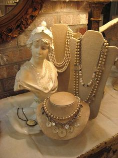 love the button and pearls