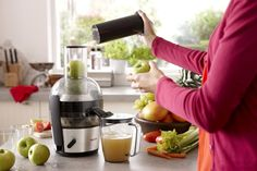 Get a real juice health boost. The Philips Fruit Juicer extracts all of the nutritious juice from your fruit and vegetables and can make up to 2 L of juice in one go. The XL feeding tube means that preparation time is significantly reduced prior to juicing. All you need to do is feed your fruit and vegetables directly into the tube and the juicer will do the rest.  You can experiment with a variety of different ingredients varying from apples and oranges to parsnips and pears.